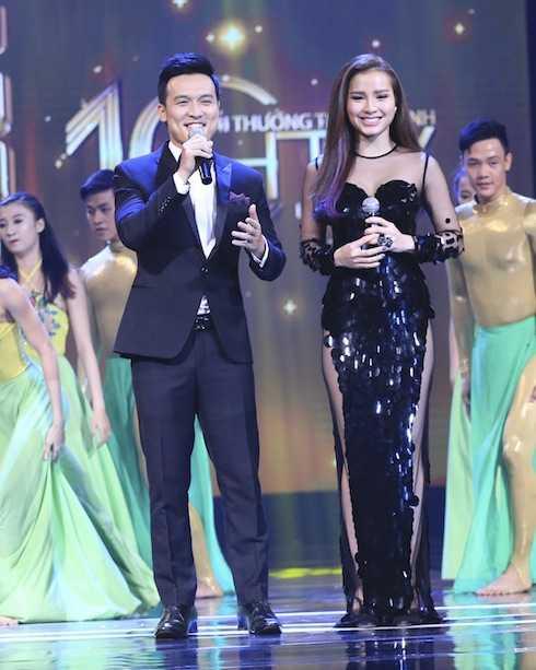 Jolie Phương Trinh và MC Thiên Vũ đảm nhiệm vai trò dẫn dắt chương trình.