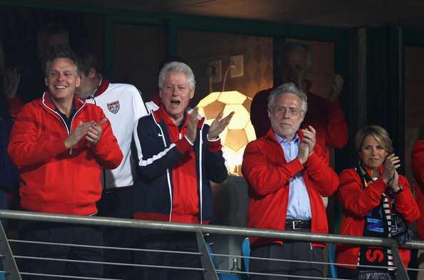 Bill Clinton đi xem bóng đá