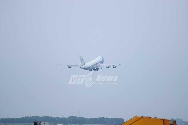 Máy bay đưa tổng thống Mỹ vào TP.HCM (Ảnh: Tùng Đinh)