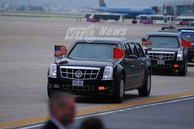 Thời tiết lúc tổng thống đến sân bay khá đẹp, không có mưa như suốt buổi sáng nay (Ảnh: Tùng Đinh)