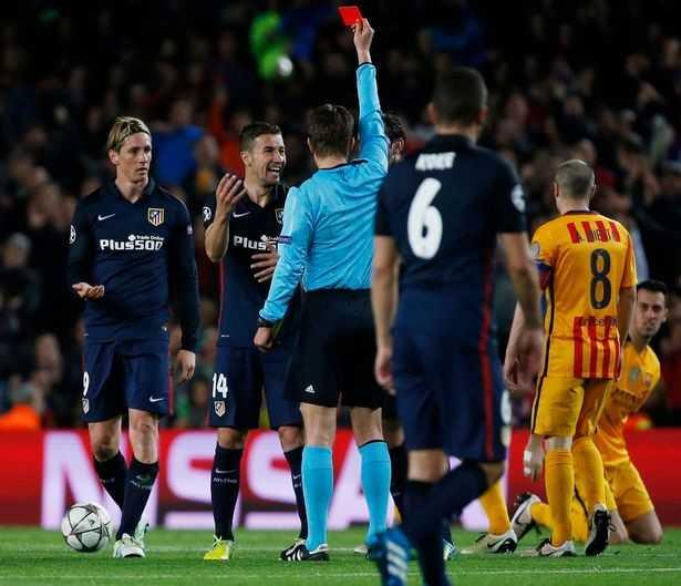 Torres nhận thẻ đỏ