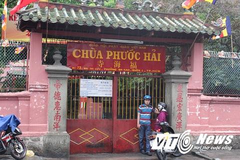 Ngôi chùa đóng cửa từ rất sớm để tiến hành chỉnh trang, lau dọn