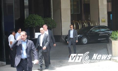 Một đội kiểm tra an ninh tại khách sạn Caravelle