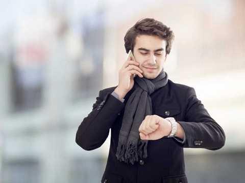 """""""Đồng hồ chỉ 9h50 thì các kim tạo ra góc bao nhiêu độ?"""" - ứng viên phân tích kinh doanh."""