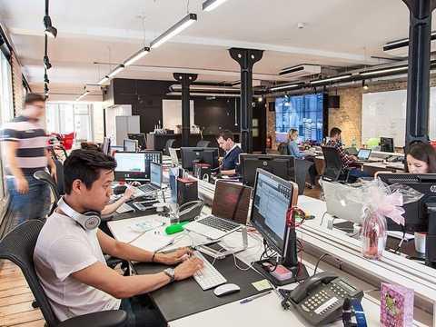 """""""Trong tòa nhà này có bao nhiêu điện thoại bàn"""" - ứng viên phân tích nguồn hàng."""