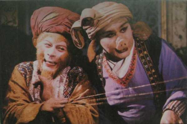 Mã Đức Hoa (phải) và Lục Tiểu Linh Đồng trong một cảnh phim Tây Du Ký.