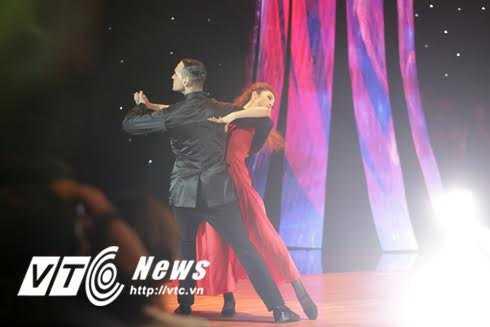 Tiết mục tango của Jennifer Phạm.