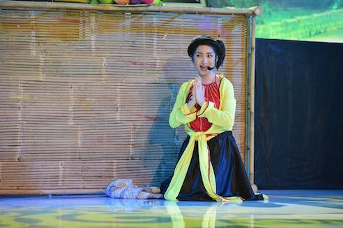 Hòa Minzy hóa thân NSND Hồng Vân với Liên khúc Bà rằng bà rí – Lạy anh em đi lấy chồng