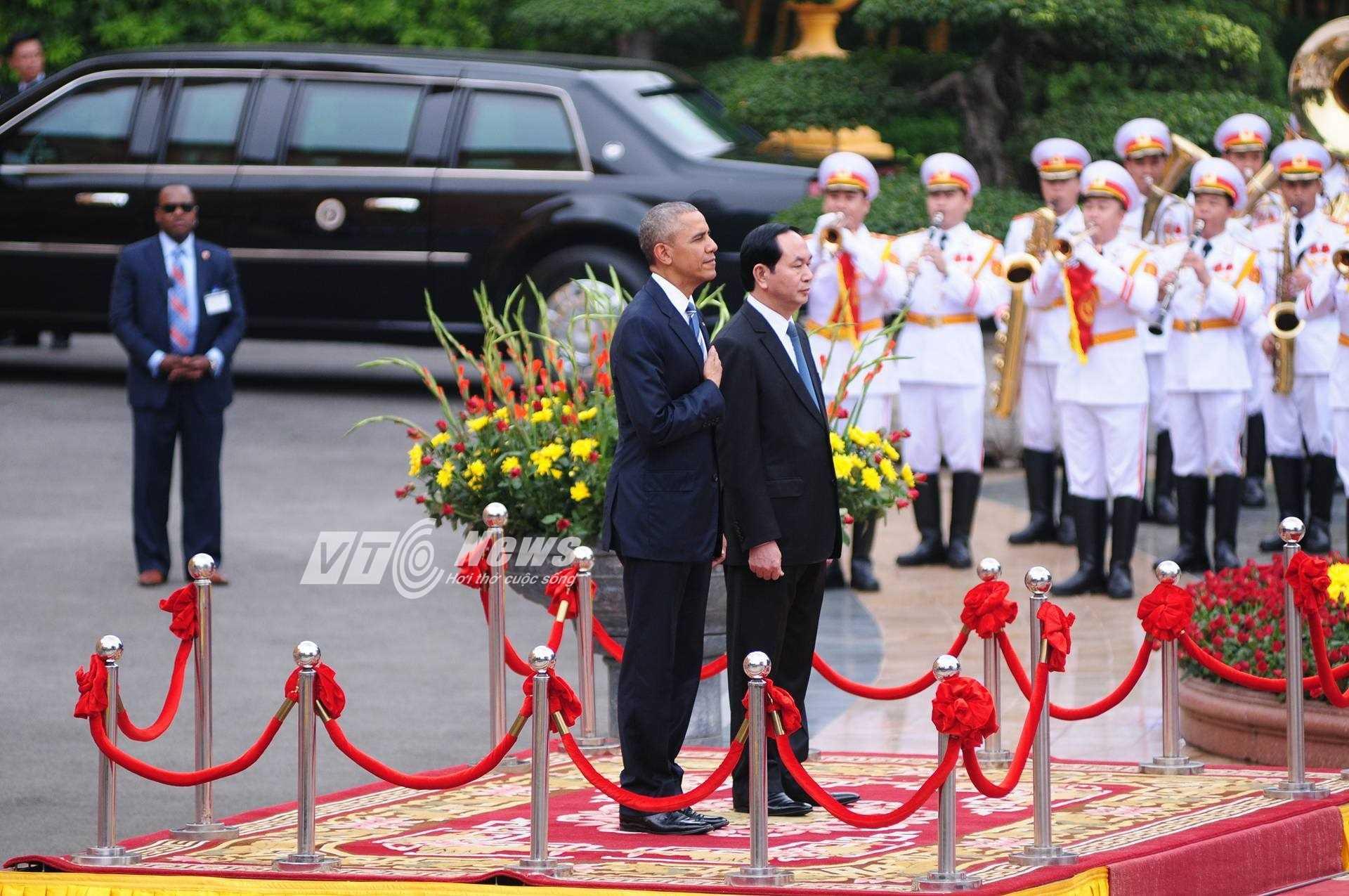 Ông Obama tại lễ đón chính thức sáng 23/5 (ảnh: Tùng Đinh)