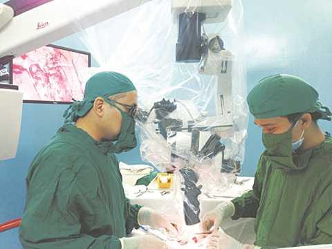 Tự giải quyết trục trặc sinh lý, nam giới có thể đưa mình vào tình trạng tồi tệ, có khi phải phẫu thuật