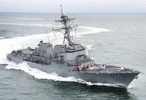 Chiến hạm USS William P. Lawrence   vừa tiến vào khu vực 12 hải lý xung quanh đá Chữ Thập, thuộc quần đảo Trường Sa của Việt Nam, đang bị Trung Quốc chiếm đóng bất hợp pháp . Ảnh: US Navy