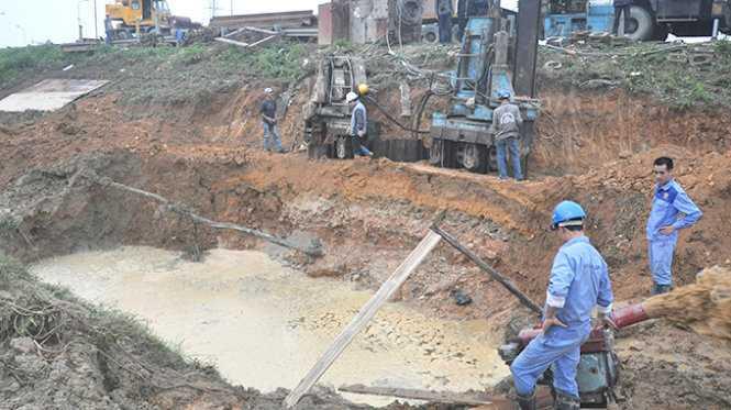 Tuyến ống nước sông Đà giai đoạn 1 đã nhiều lần bị vỡ đường ống, chủ đầu tư giải thích tuyến ống nước sông Đà giai đoạn 2 đã rút kinh nghiệm từ giai đoạn 1 nên mới chọn chất liệu ống là gang dẻo - Ảnh: Tư liệu TTO
