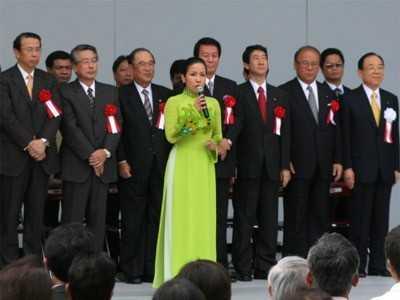 Mỹ Linh hát quốc ca trước Hoàng gia Nhật Bản