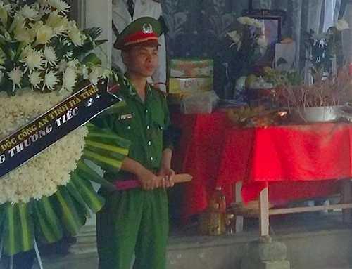 Lễ an táng Thiếu úy Bùi Văn Pháp, người chiến sỹ công an tử vong khi truy đuổi 2 nghi can trộm chó - Ảnh: Đức Hùng