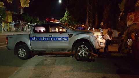 Xe chuyên dụng của lực lựng CSGT bị hư hỏng nặng- Ảnh : CACC