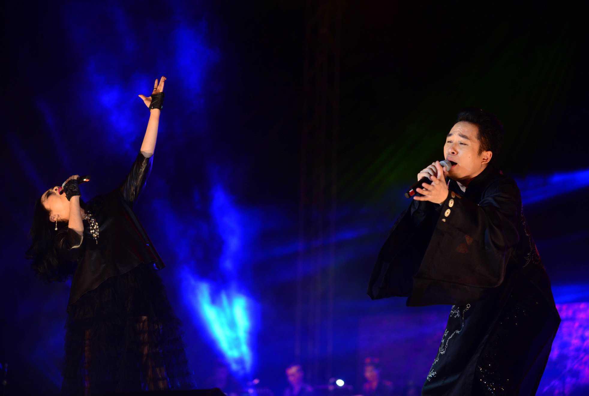 Tùng Dương cháy bỏng trên sân khấu