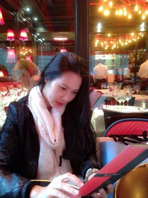 Hình ảnh hiếm hoi của bạn gái Tùng Dương