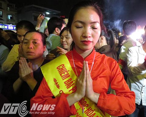 Mỗi người có một tâm nguyện riêng, cầu mong Phật Ngọc hòa bình thế giới gia hộ, độ trì cho họ được như tâm nguyện