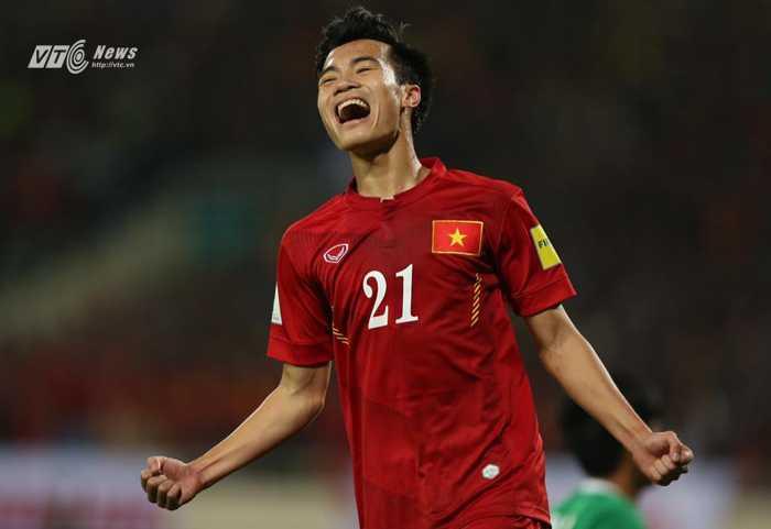 Văn Toàn ăn mừng bàn thắng vào lưới Đài Loan