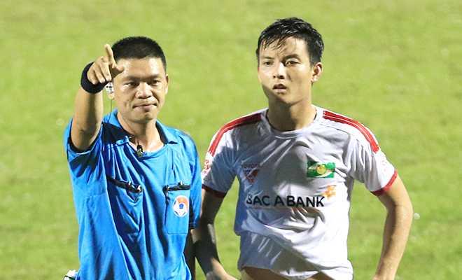 Trọng tài Hà Anh Chiến mắc sai sót nghiêm trọng trận FLC Thanh Hóa vs SLNA