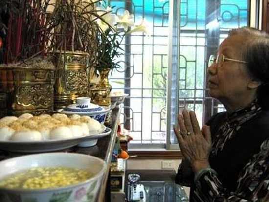 Tết Hàn thực với món bánh trôi bánh chay truyền thống là dịp để mọi người tưởng nhớ đến công ơn dưỡng dục của những người đã khuất.