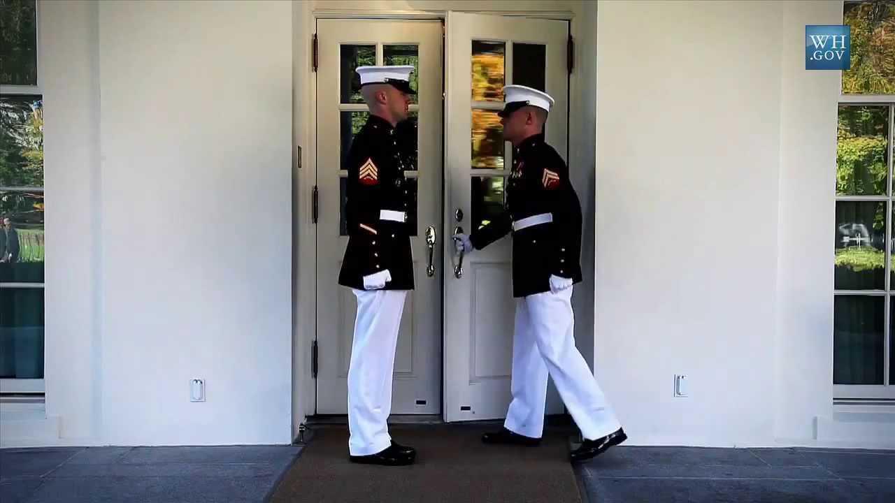 Lính thủy đánh bộ Mỹ canh gác ở Nhà Trắng
