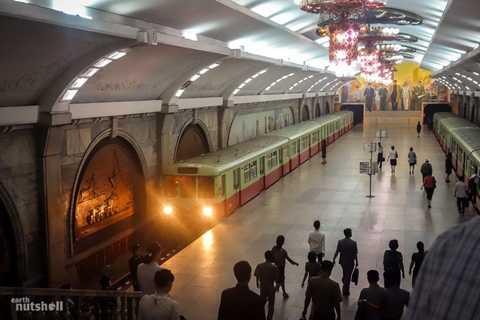 Đây là quang cảnh của ga Puhung. Trước năm 2010, đây là một trong hai ga tàu duy nhất mà khách nước ngoài có thể sử dụng khi tới Triều Tiên. Tất nhiên là dưới sự kiểm soát chặt chẽ