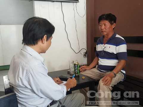 Ông Châu kể lại sự việc với phóng viên báo CATP - Ảnh: Thiên Long