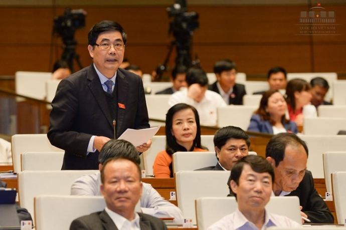 Bộ trưởng Cao Đức Phát phát biểu tại phiên thảo luận ở Hội trường chiều 2/4