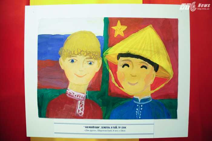 Hai em bé Việt Nam và Nga trong tranh - Ảnh: Tùng Đinh