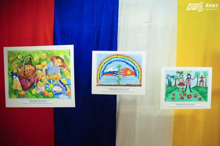 Các tác phẩm ngộ nghĩnh của thiếu nhi Việt Nam và Nga - Ảnh: Tùng Đinh