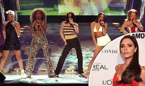 Victoria Beckham tiết lộ mic của cô thường xuyên bị tắt tiếng khi biểu diễn.
