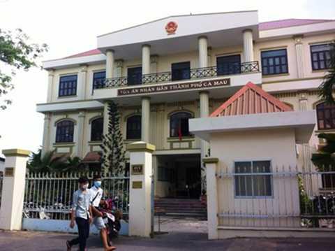 Trụ sở TAND thành phố Cà Mau- nơi diễn ra phiên tòa công khai nhưng được giữ khá kín với giới truyền thông