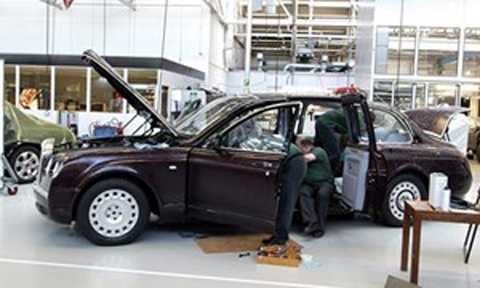 Dựa trên chiếc Arnage R, kỹ sư Bentley đã độ lại phù hợp với nhu cầu của Nữ hoàng.