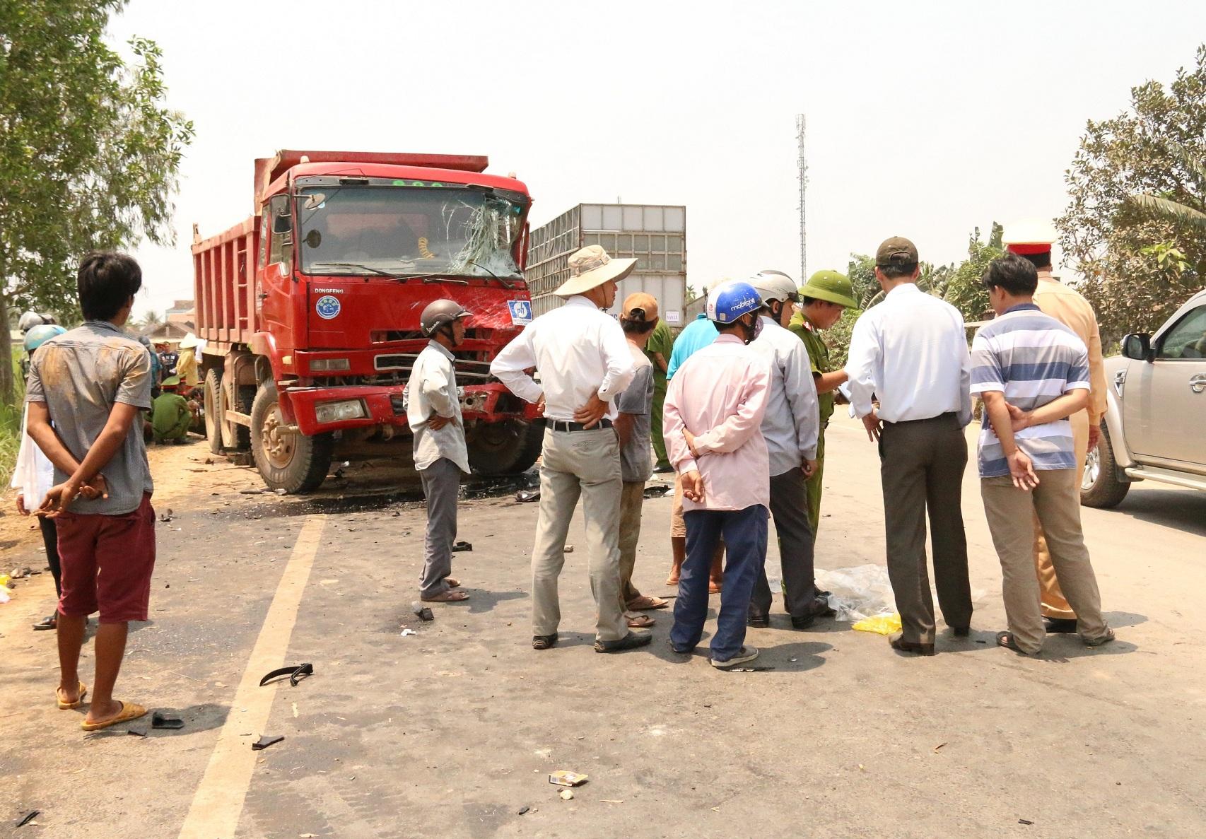 Hiện trường vụ tai nạn kinh hoàng khiến 11 người thương vong xảy ra ngày 3/5 tại Quảng Ngãi.