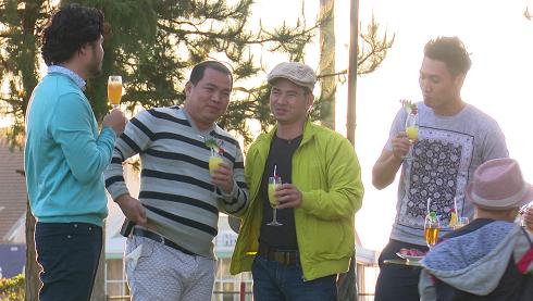 Tập 43 chương trình Bố ơi, mình đi đâu thế? phát sóng 12h ngày 2/3. Trong tập này, 4 cặp bố con gồm nghệ sĩ hài Xuân Bắc - bé Bi, doanh nhân Đỗ Minh - bé Totti, diễn viên Mạnh Trường - bé Chíp, nhạc sĩ Minh Khang - bé Suti được sống trong khách sạn 5 sao ở Đà Lạt.