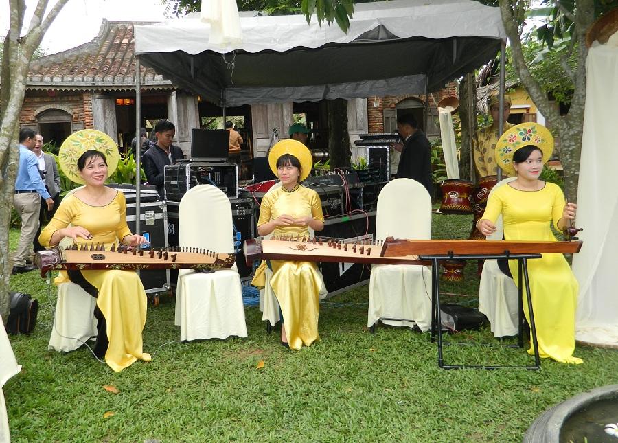 Năm 2015, Làng lụa Hội An đã đón gần 100.000 lượt khách trong nước và quốc tế đến tham quan và tận hưởng văn hóa dệt lụa, ẩm thực. Lễ hội này còn là điểm nhấn quan trọng và ý nghĩa trong chuỗi sự kiện nhằm chào mừng kỷ niệm 41 năm Giải phóng thành phố Hội An (Quảng Nam).