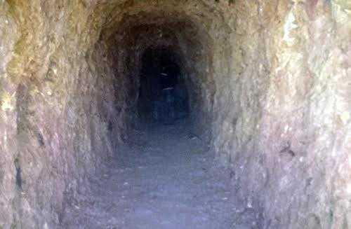 Hầm đào xuyên núi của Bí thư huyện ủy Tây Giang
