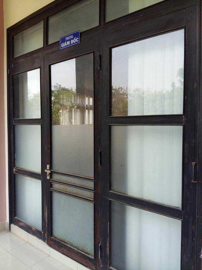 Thời điểm chiều 29/3 dù trong giờ hành chính nhưng vị giám đốc Sở GTVT Thừa Thiên - Huế không có mặt tại nhiệm sở, phòng làm việc khóa chặt.