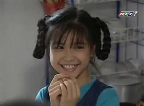 Bích Huyền chỉ tham gia một vai diễn nhỏ trong bộ phim của đạo diễn Vũ Hồng Sơn. Tuy nhiên, cô gái có hai bím tóc dài, nụ cười tươi lại tạo được nhiều ấn tượng với khán giả.