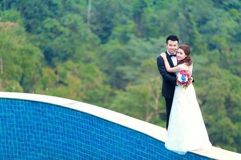 Hán Quang Tú từng theo học diễn xuất tại trường Đại học Sân khấu Điên ảnh Hà Nội. Sau đó, anh theo học chuyên ngành đạo diễn, học lên cao học và được trường giữ lại làm giảng viên. Nam diễn viên mới lập gia đình vào năm 2014.