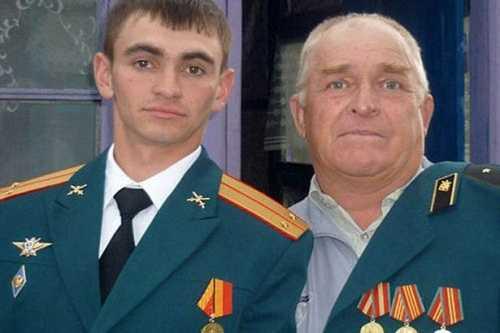 Prokhorenko (trái) chuẩn bị đón con trai đầu lòng