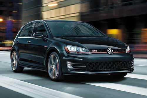 6. Volkswagen GTI (30.045 USD - khoảng 668,80 triệu đồng).