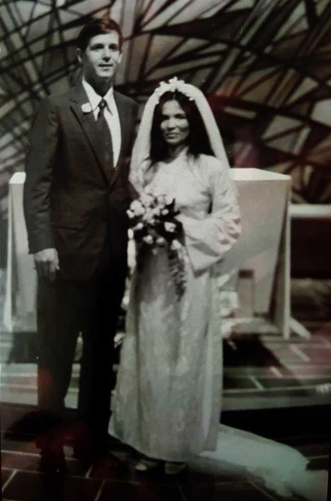 Ảnh cưới của ông Carl W. Greifzu và bà Trần Thị Kim Dung (ảnh chụp năm 1972).