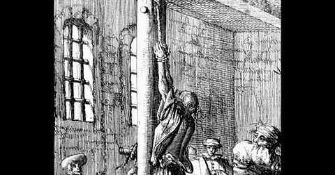 Đây là một hình phạt từ thời Thời vua Henry VIII cai trị ở nước Anh, được dùng để trừng phạt ai dám làm trái với luật lệ.