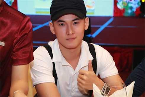 Nam ca sỹ N.H tố Minh Béo quấy rối.