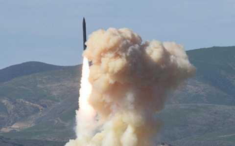 Tên lửa đánh chặn Mỹ phóng đi từ căn cứ không quân Vandenberg ở California. (Ảnh: AFP)