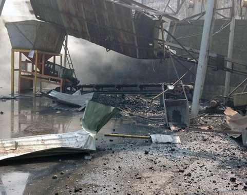 Nhà xưởng cháy rụi, đổ sập