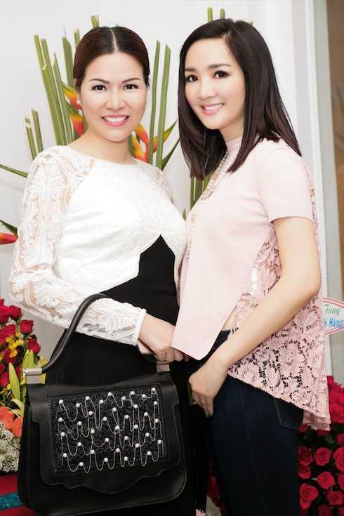 Hoa hậu Bùi Thị Hà đọ sắc với người đẹp đền Hùng.