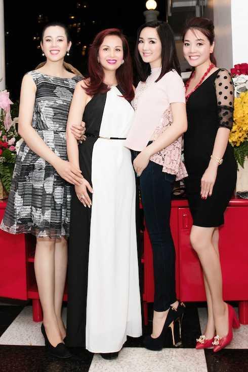 Dàn cựu Hoa hậu góp mặt tại sự kiện.